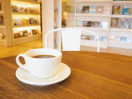 Fashionable cafe Surrounded by foreign books Coffee time