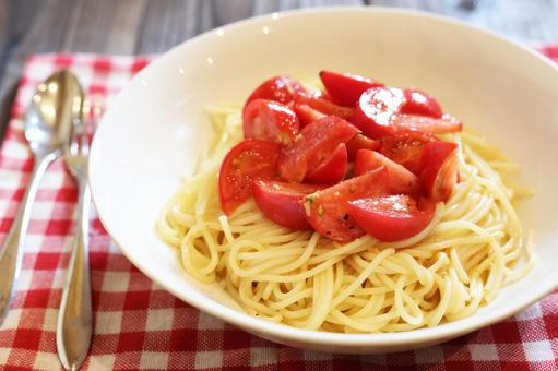 Cold pasta of fruit tomatoes