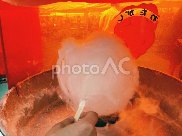 Rolling a candyfloss/cotton candy (wataame)
