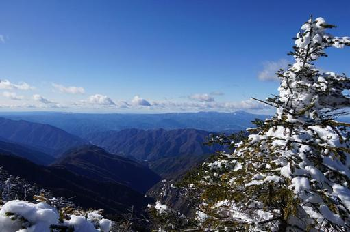 Scenery seen from the vicinity of the summit of Mt. Ikeguchi
