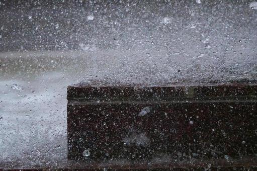 Splash of fountain (taken with ultra-high-speed shutter)