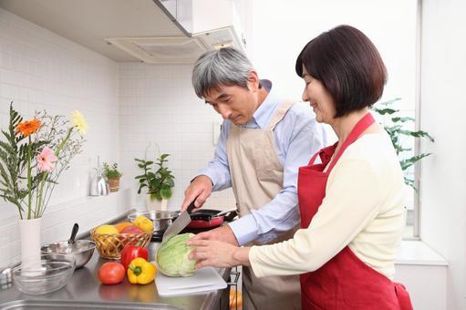 老年夫婦3做飯