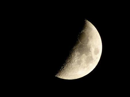 First quarter moon (aged 6.3)