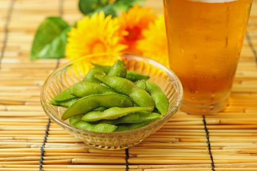 Edamame beans and beer 1