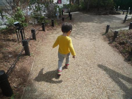 Walk for 3 years old amusement park