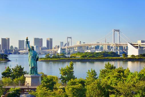 Statue of Liberty in Odaiba and Rainbow Bridge