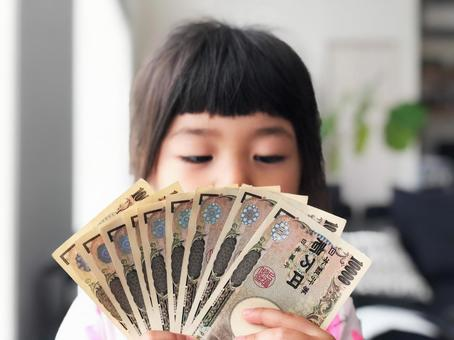 Girl with money_02