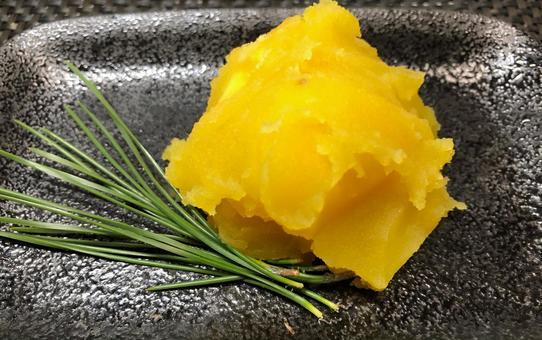 The standard osechi cuisine 〝chestnut bowl