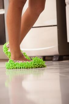 在清洗脚拖6