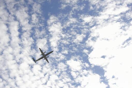 飞机和天空