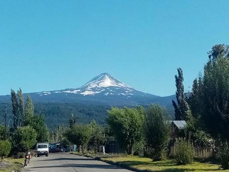 안데스 산맥에 우뚝 솟는 아름다운 산