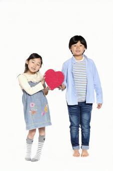 女孩和男孩1礼盒的心脏