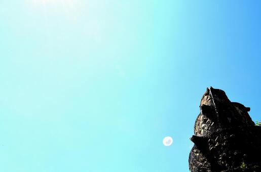 藍天月份的正午