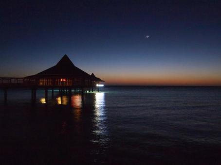 Night water restaurant