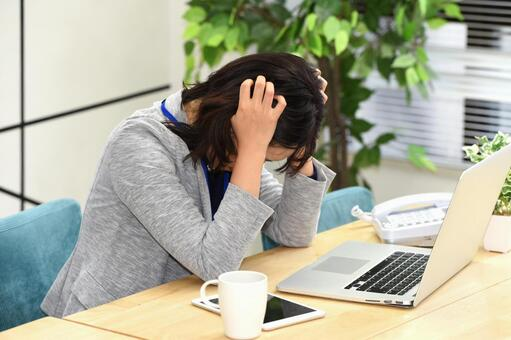 Young woman worried in front of a computer