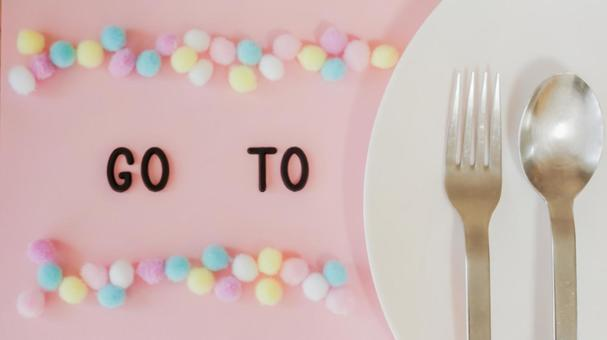 GO TO EAT 04 Image material (pink, plate, pattern background)