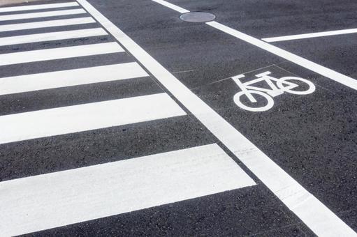 A photo of a pedestrian crossing taken in Japan. Unmanned.