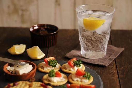Evening drink with highball, chu-hi and snack hors d'oeuvre