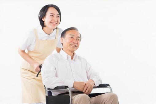 휠체어를 탄 남자와 간호사 30