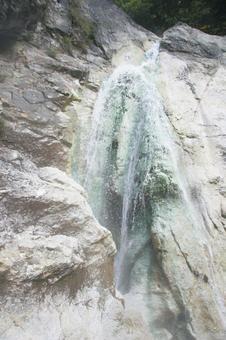 강변 毛大 湯滝 노천탕