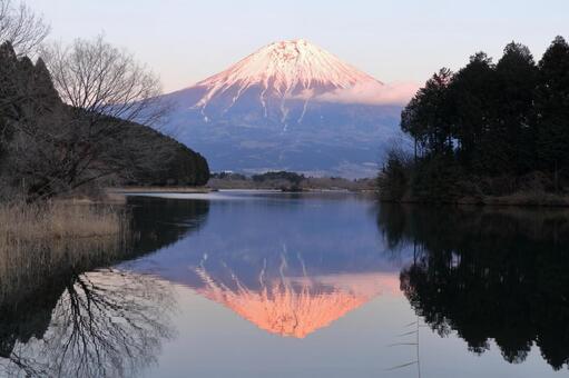 Lake Tanuki and Mt.Fuji before sunset