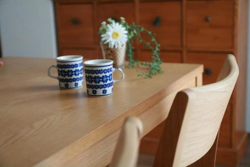 Dining table and cup