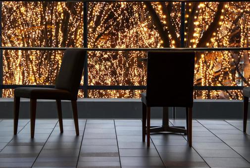 有燈飾的咖啡廳