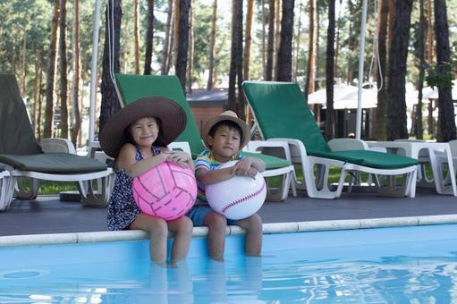 Children sitting by the pool