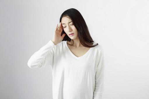 Japanese women suffering from headaches 7
