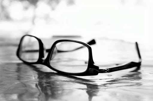흑백 잃어 버렸던 안경 3