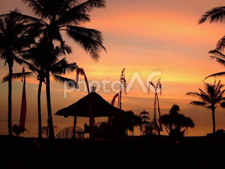 夕暮れのバリ島シルエットの写真
