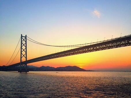 Akashi Kaikyo Bridge and Hinode seen from the ship 2