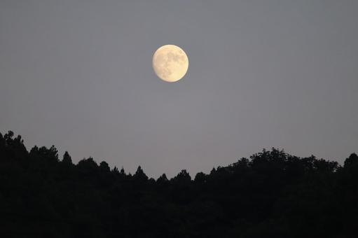 The sky of the full moon
