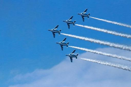 Blue Impulse of 5 formations