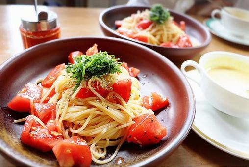 番茄意大利面 Shiso 烹飪質地 烹飪西餐 手工午餐食品 咖啡廳盤子 色彩鮮豔