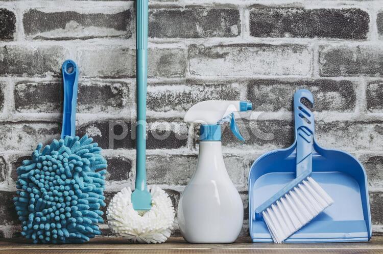 青い掃除用具の写真
