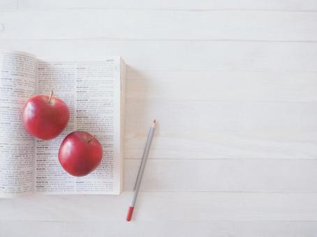 English-English dictionary and apples