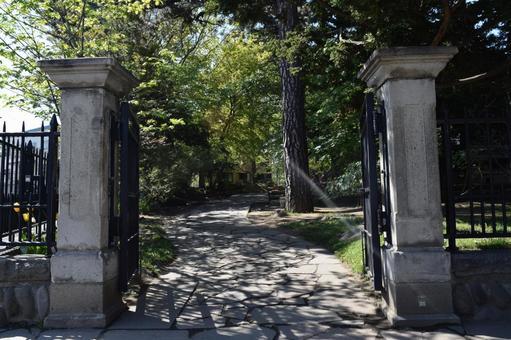 Tsinghua Temple gate
