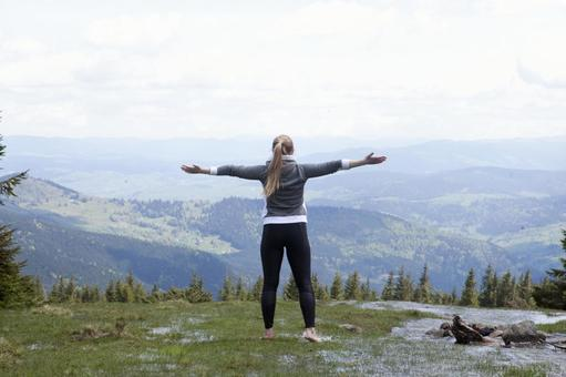 A woman who plays yoga in a place with a nice view 5