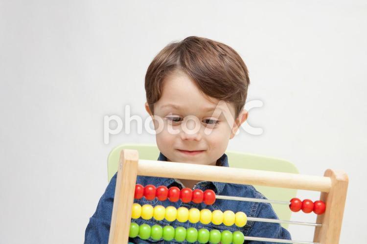 おもちゃで遊ぶ男の子22の写真