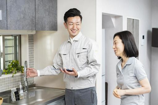 Remodeling company explaining to women (water company)