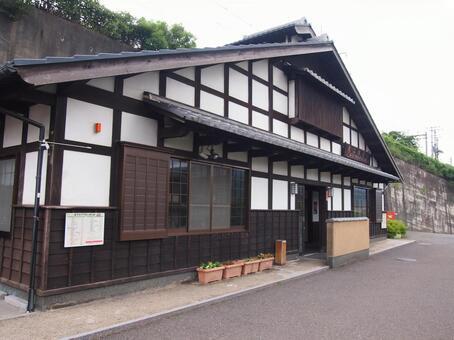 Omi Shioizu station building