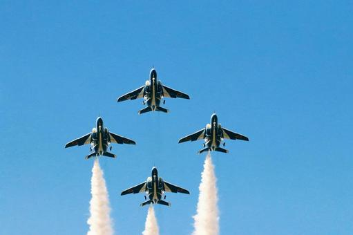 Blue Impulse of 4 aircraft formation