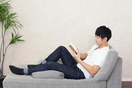 책을 읽는 남자