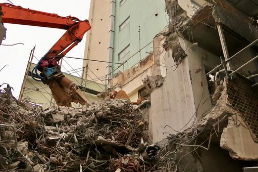用重型機械建造拆除場地