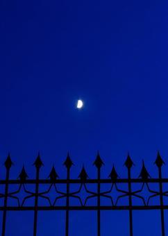 栅栏和月亮