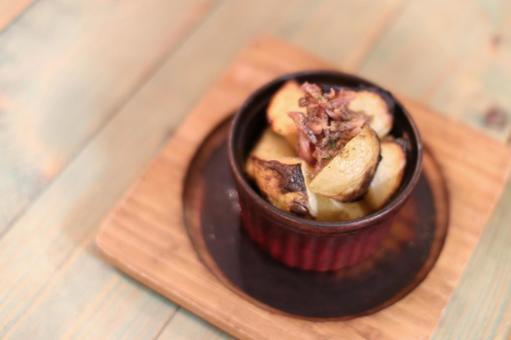 Anchovy potato potato plate plate