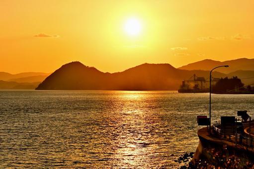 瀬戸の海で見る日暮れの風景