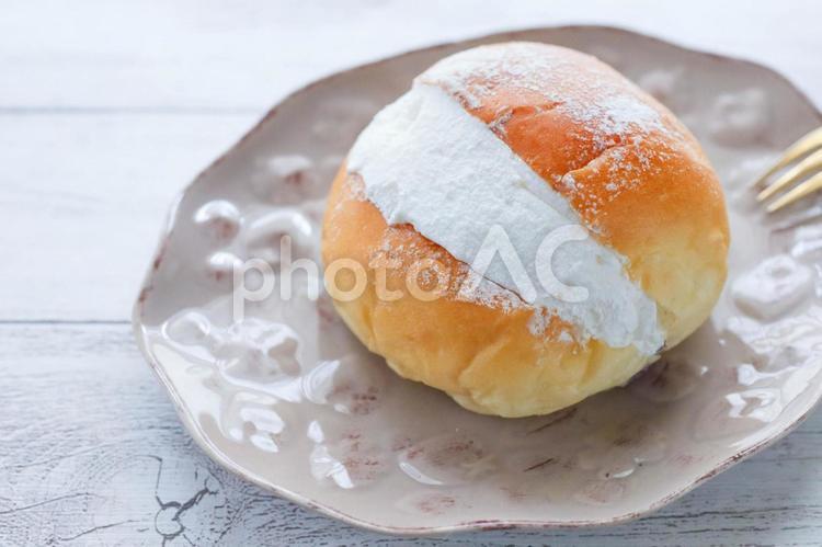 イタリア発祥のデザートマリトッツォの写真