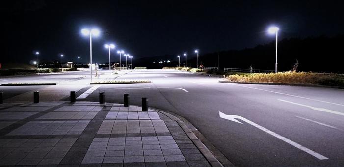 밤의 공원 주차장